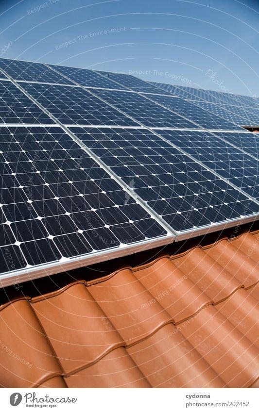 Solardach Himmel blau Haus Design Energie Energiewirtschaft Elektrizität Lifestyle Zukunft Dach Technik & Technologie Wissenschaften Sonnenenergie Umweltschutz innovativ nachhaltig