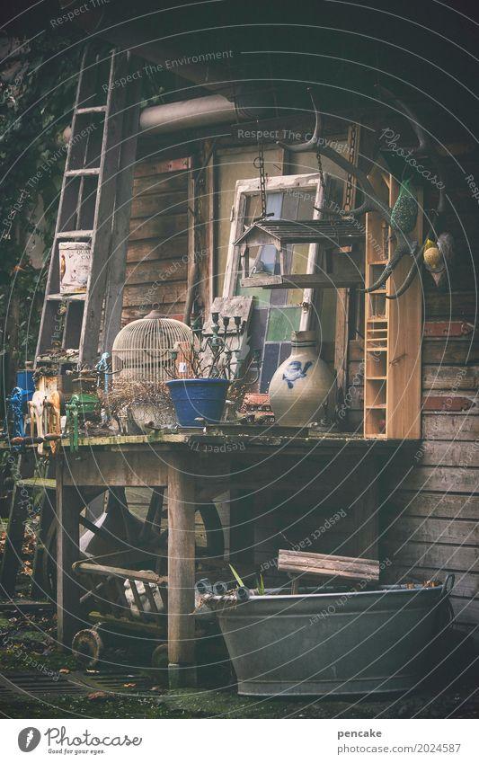 kitsch, kunst & krempl Ausstellung Altstadt Hütte Kitsch Krimskrams Sammlung retro Flohmarkt Hinterhof garagenflohmarkt altehrwürdig Horn Leiter Tisch