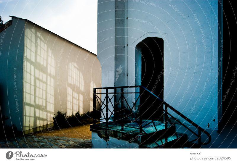 Bad Muskau Himmel Schönes Wetter Deutschland Haus Bauwerk Gebäude Mauer Wand Treppe Fassade Fenster Tür Treppengeländer eckig blau Park Farbfoto Außenaufnahme