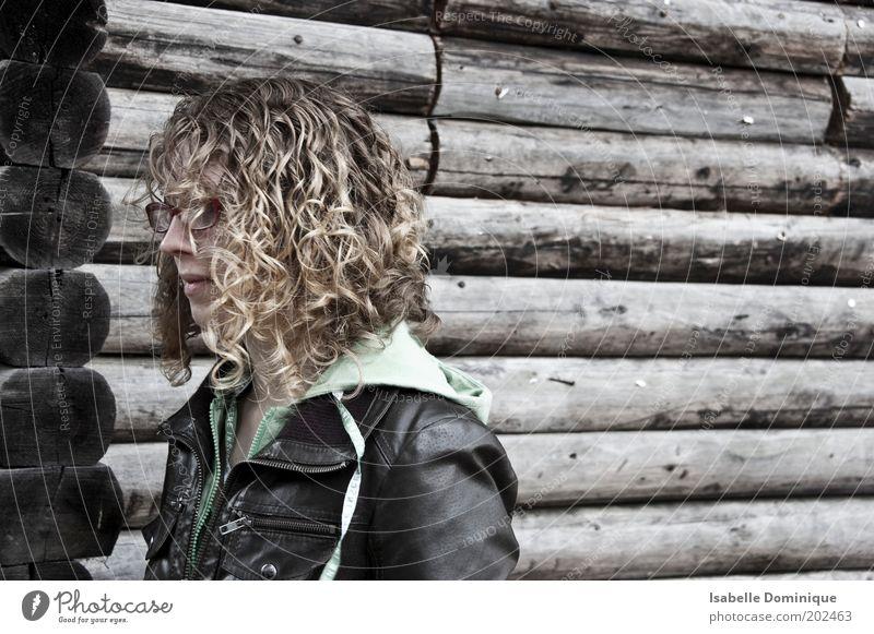 Schwesterherz Natur Jugendliche schön Erholung feminin Haare & Frisuren träumen braun warten blond Umwelt Fassade Brille natürlich Hütte