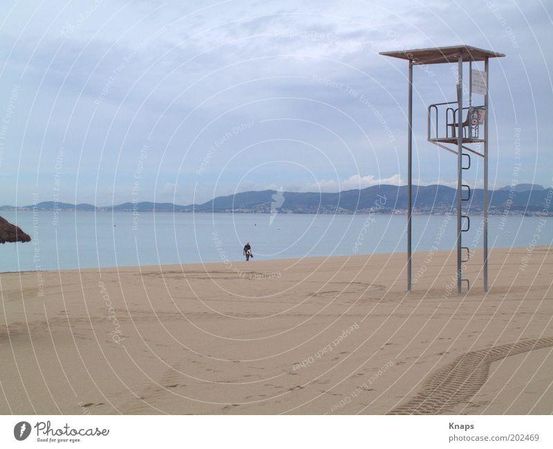 Baywatch... out of duty Mensch Mann Natur Wasser Ferien & Urlaub & Reisen Meer Sommer Strand Wolken Erwachsene Erholung Umwelt Bewegung Küste Denken Horizont