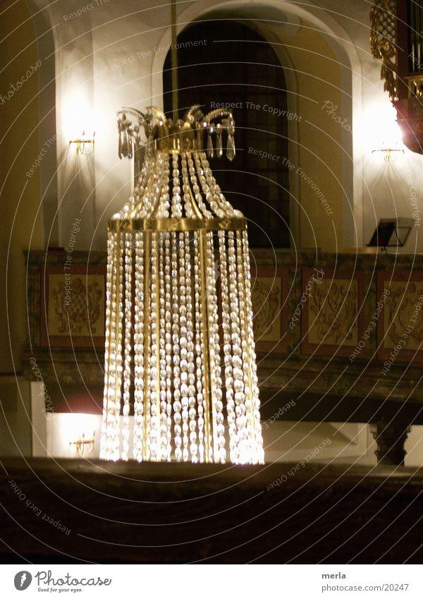 lichtervorhang Kronleuchter Licht glänzend Empore hängen Vorhang Gotteshäuser Religion & Glaube Schatten hell Kristallstrukturen Lichterscheinung Decke