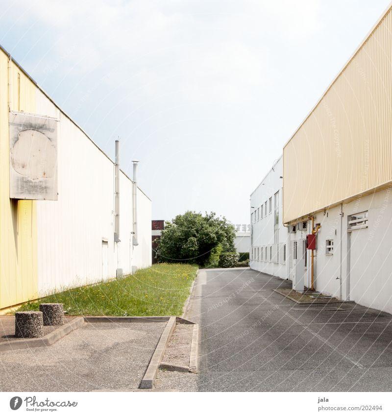 abstandflächen Arbeitsplatz Fabrik Industrie Handel Unternehmen Himmel Baum Gras Wiese Stadtrand Industrieanlage Platz Bauwerk Gebäude hell Farbfoto