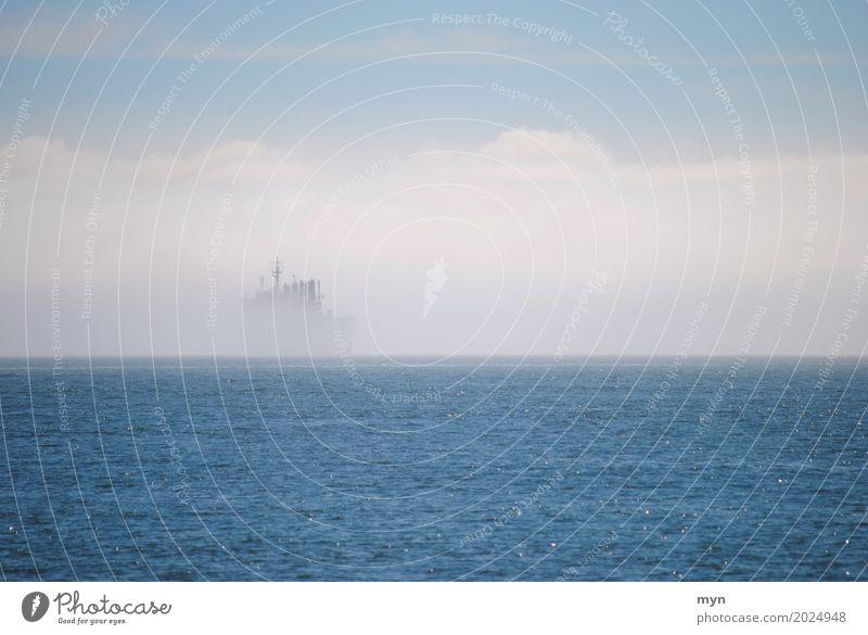 Geisterschiff I Himmel Ferien & Urlaub & Reisen Meer Einsamkeit Küste Tourismus Stimmung Wasserfahrzeug Verkehr Wetter Nebel Abenteuer Klima bedrohlich Hafen