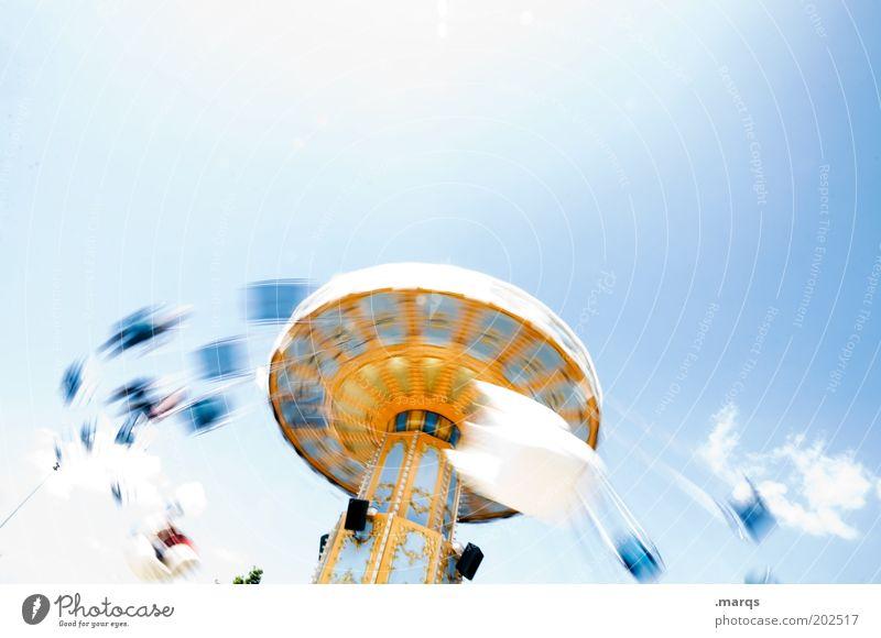 Schleuder Himmel Freude Gefühle Bewegung Freizeit & Hobby Ausflug Kindheit Geschwindigkeit Fröhlichkeit Lifestyle retro außergewöhnlich Jahrmarkt drehen Veranstaltung