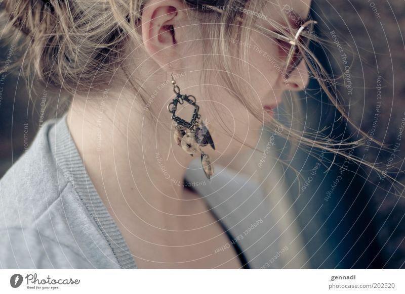 Vom Winde verweht Frau Mensch Jugendliche schön Gesicht feminin Haare & Frisuren Kopf Erwachsene Brille Ohr Schmuck brünett Sonnenbrille Ohrringe Accessoire