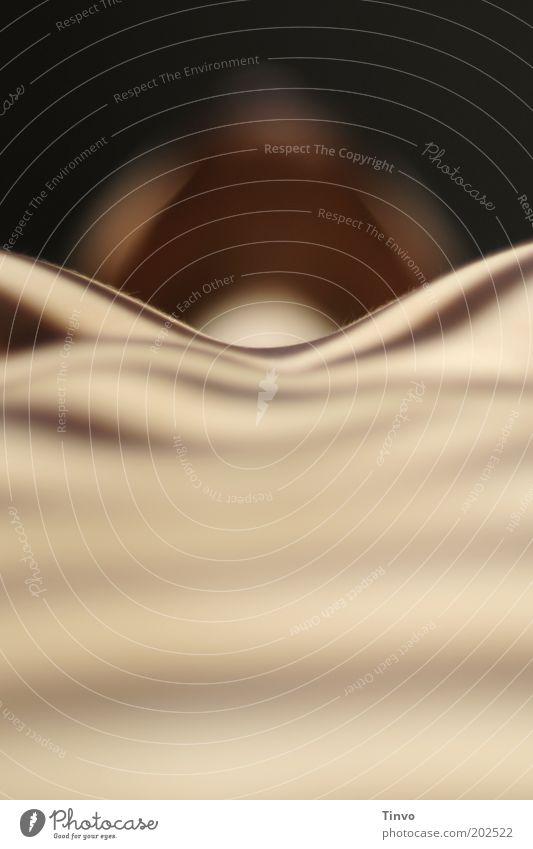 in Frieden ruhen... feminin Frau Erwachsene Haut Brust 1 Mensch liegen Erotik nackt Lust gestreift Streifen schlafen Farbfoto Gedeckte Farben Innenaufnahme