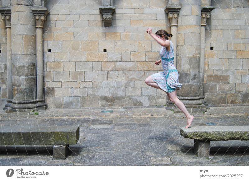 Jump sportlich Ferien & Urlaub & Reisen Sommer Sport Fitness Sport-Training Mensch feminin Junge Frau Jugendliche Erwachsene 1 18-30 Jahre 30-45 Jahre Altstadt