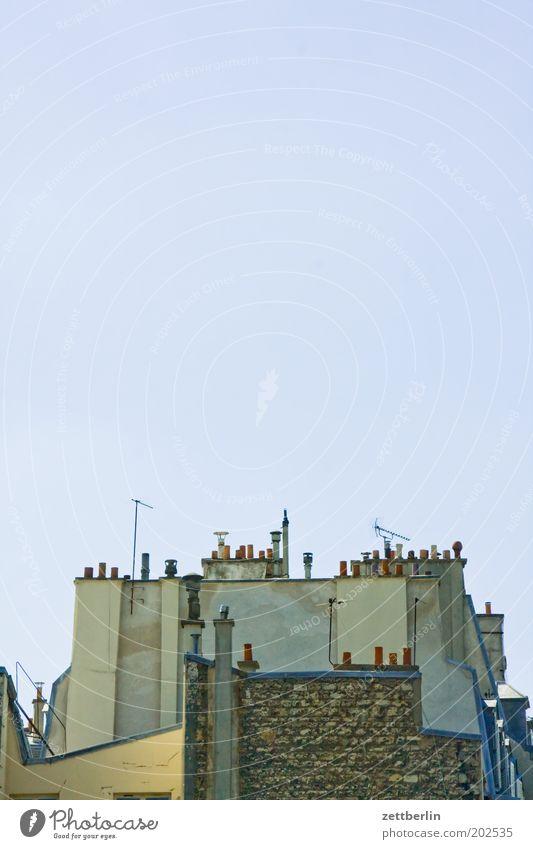 Paris Frankreich Dach hoch Niveau Höhe Schornstein Antenne Himmel Schönes Wetter Wolkenloser Himmel Architektur verwinkelt durcheinander Ecke