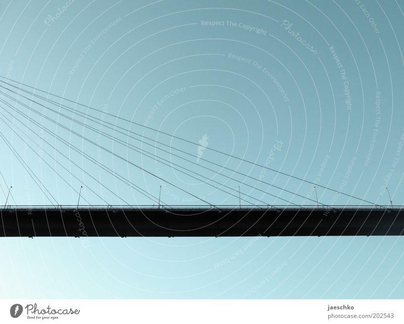 Die hängenden Straßen von Hamburg Straße Architektur Wege & Pfade groß Verkehr ästhetisch Brücke unten Bauwerk Stahlkabel Verkehrswege Schönes Wetter hängen Straßenbeleuchtung Symmetrie innovativ