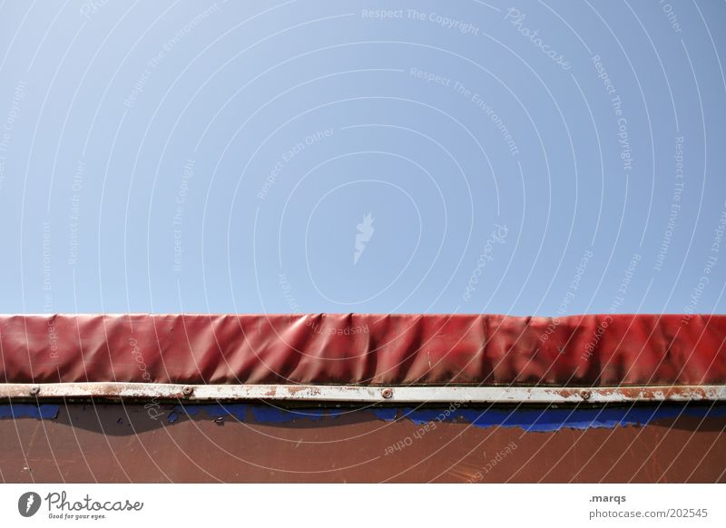 Haube blau rot Metall Verkehr Güterverkehr & Logistik Lastwagen Kunststoff Mobilität Abdeckung Natur Wolkenloser Himmel
