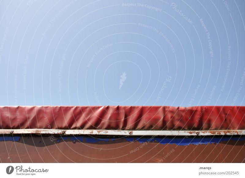 Haube Güterverkehr & Logistik Wolkenloser Himmel Verkehr Lastwagen Metall Kunststoff blau rot Mobilität Abdeckung Farbfoto Außenaufnahme Textfreiraum oben