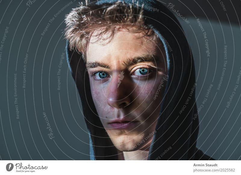 Porträt Mensch Jugendliche schön Junger Mann ruhig dunkel Gesicht Auge Lifestyle Gefühle Stil Haare & Frisuren Stimmung maskulin 13-18 Jahre Kraft