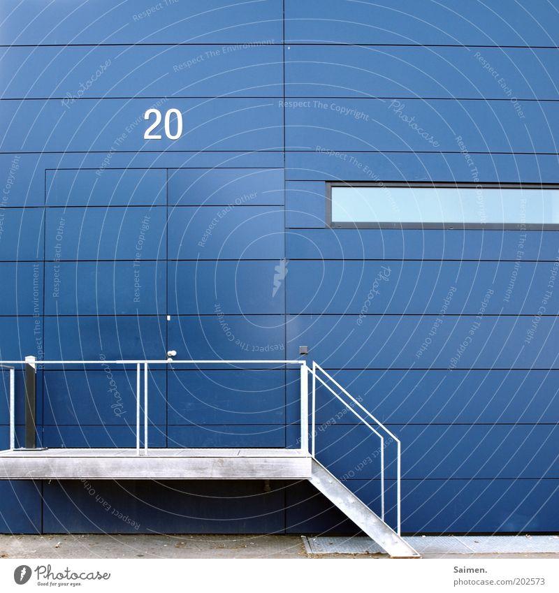 """Hausnummer """"20"""" Mauer Wand Fassade eckig seriös blau Design modern Perspektive Symmetrie Strukturen & Formen Treppe Ziffern & Zahlen Fenster Gebäude Bauwerk Tür"""