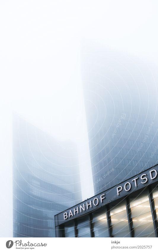 BAHNHOF POTSD Klima schlechtes Wetter Nebel Hauptstadt Menschenleer Haus Hochhaus Bankgebäude Bahnhof Gebäude Architektur Fassade Berlin Potsdamer Platz