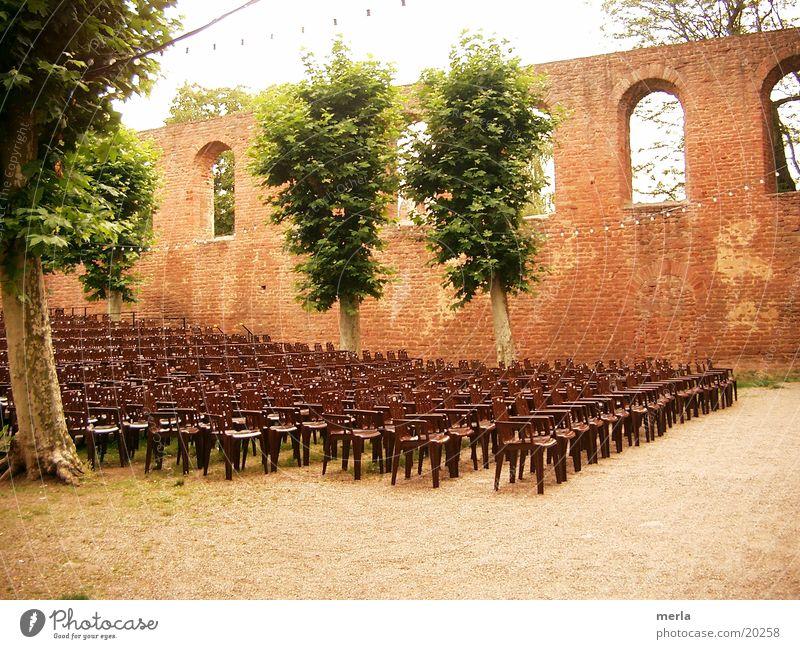 Sommertheater Baum Fenster Mauer leer Stuhl Freizeit & Hobby Show Theater Bühne Parkett Bestuhlung Rheinland-Pfalz Zuschauerraum Freilichttheater