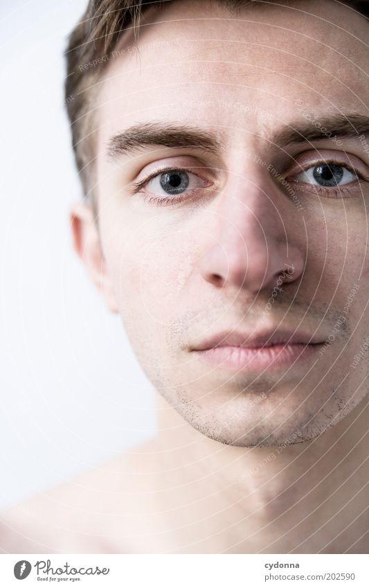 Simple Portrait Gesundheit Leben Wohlgefühl Zufriedenheit Sinnesorgane ruhig Mensch Junger Mann Jugendliche Erwachsene Haut Gesicht 18-30 Jahre Identität