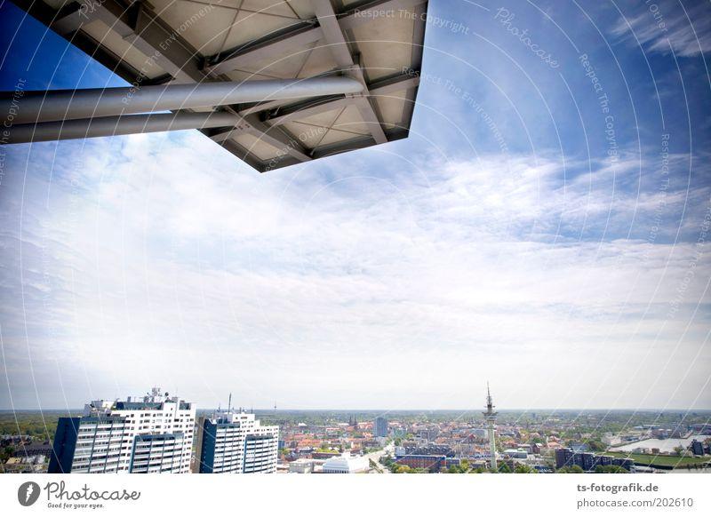100 Meter-Brett Himmel blau Haus Wolken Freiheit grau Gebäude Hochhaus Horizont hoch Fassade Aussicht Dach Bremen Skyline Balkon