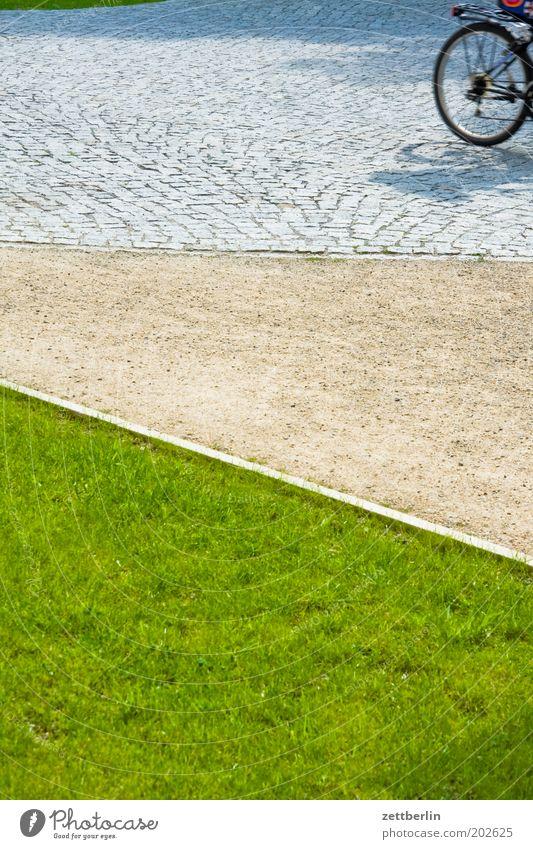 Fahrradtour Rasen Sportrasen Gras Wiese Park Bürgersteig Wege & Pfade Fußweg Kies Schotterweg Sand Sandweg Straße Kopfsteinpflaster Rad Ausflug Sommer