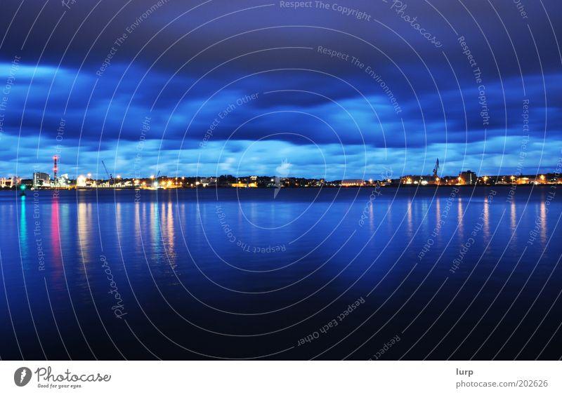 Ostufer blau Wasser Meer Wolken dunkel Küste Hafen Skyline Panorama (Bildformat) Nachthimmel Schleswig-Holstein Kiel Hafenstadt Nachtaufnahme