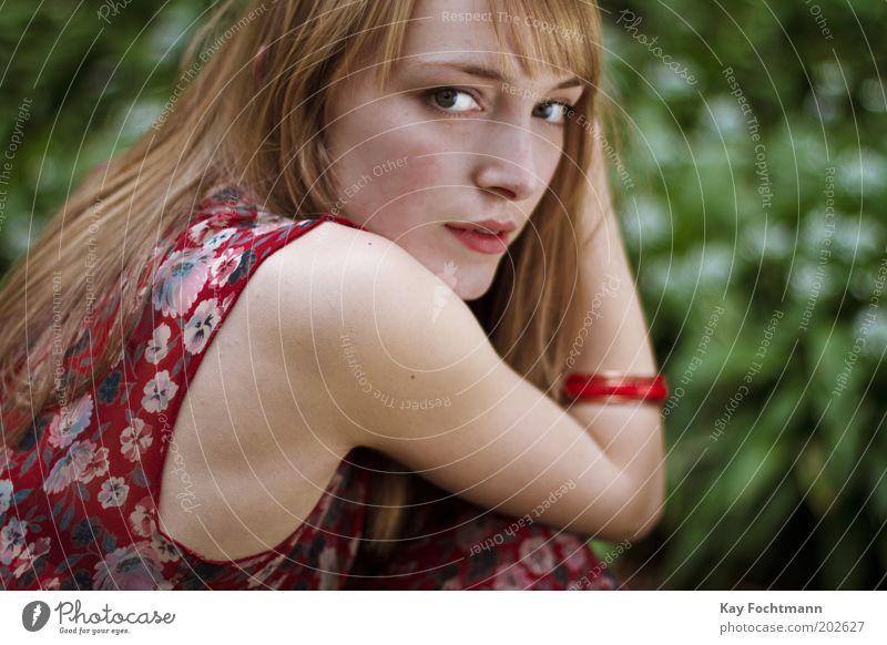 . Mensch Natur Jugendliche schön Pflanze Sommer Gesicht Auge feminin Stil Haare & Frisuren träumen Erwachsene Arme elegant