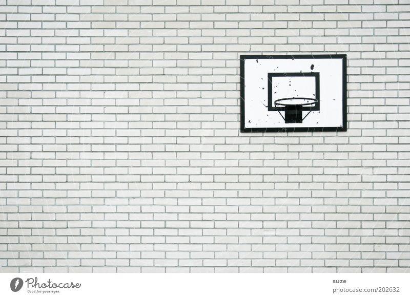 Spielfrei weiß Wand Sport Mauer grau Stil Stein Freizeit & Hobby Fassade trist Design einfach Schulgebäude trocken Backstein trashig