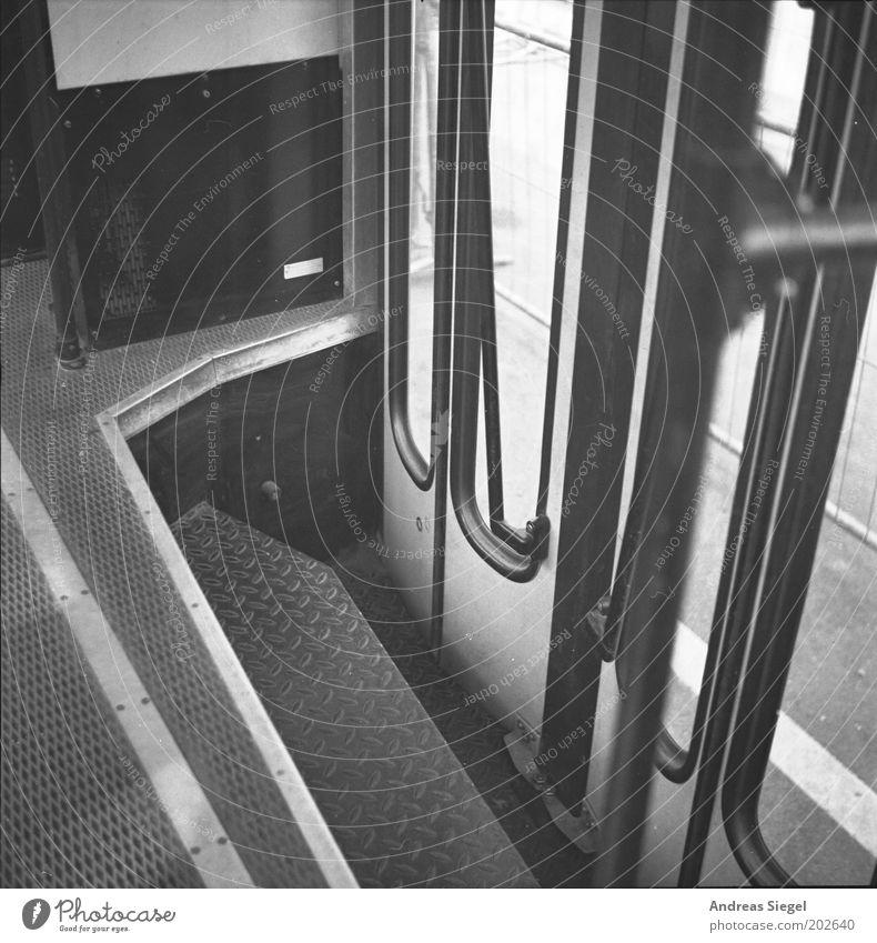 Nächste Haltestelle: Endstation Verkehr hoch geschlossen authentisch Autotür Personenverkehr Straßenbahn Eisenbahn Verkehrsmittel Einstellungen Bahnfahren