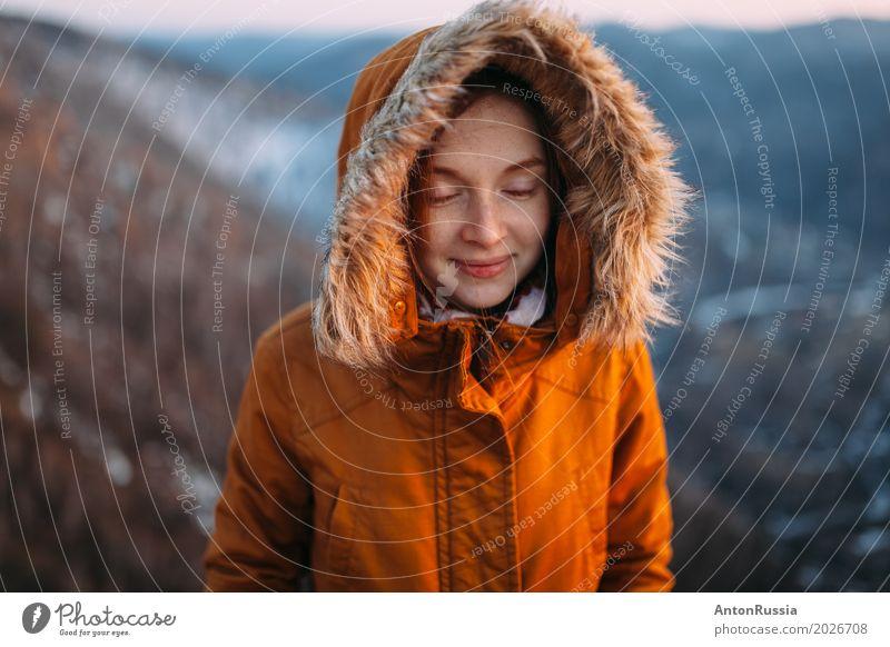 Winter-geschlossener Augensonnenuntergang der Frau des Mädchens Mensch Natur Ferien & Urlaub & Reisen Jugendliche Junge Frau 18-30 Jahre Erwachsene Umwelt kalt