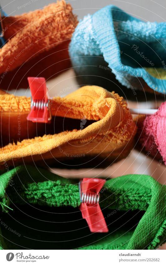 Klammerlappen Häusliches Leben Bad hängen kuschlig Sauberkeit trocken festhalten trocknen Wäsche waschen Angsthase Handtuch Wäschetrockner Haushalt mehrfarbig