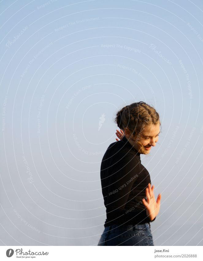 Bewegung im Spiel II Lifestyle elegant Ferien & Urlaub & Reisen Ausflug feminin Junge Frau Jugendliche Körper 13-18 Jahre Natur nur Himmel Wolkenloser Himmel