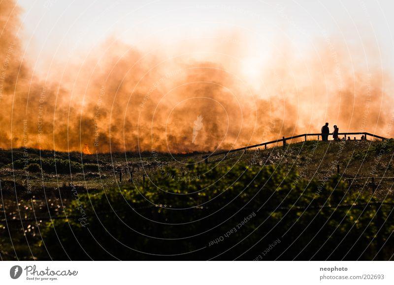 Deichbrand #5 Publikum schaulustig Sand Feuer Brand Luft Tourist Strandposten Nordsee Nordseeküste Stranddüne kämpfen dunkel gruselig Kraft gefährlich