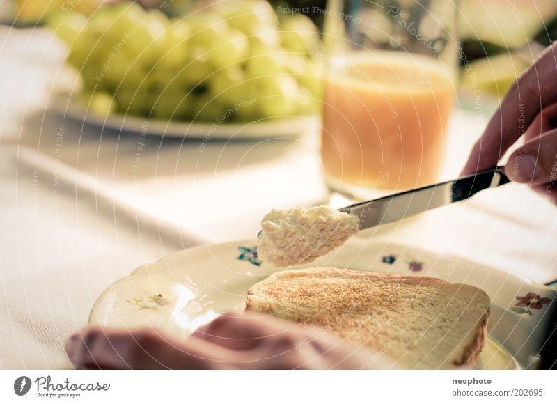 keep it simple #2 Hand Ernährung Zufriedenheit Gesundheit Essen Tisch Lifestyle ästhetisch Wellness Frühstück Teller harmonisch Wohlgefühl Messer Morgen