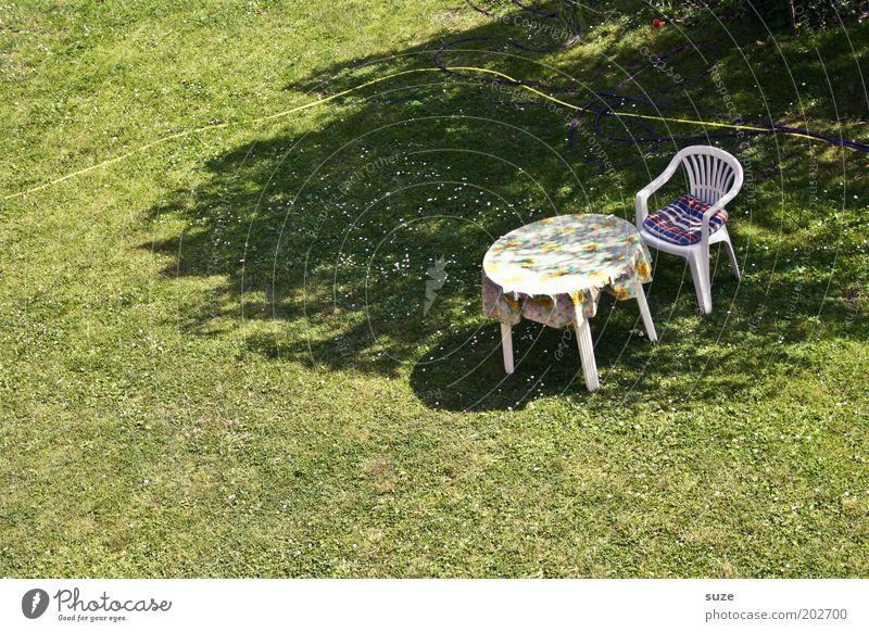23° im Schatten ruhig Freizeit & Hobby Sommerurlaub Häusliches Leben Garten Stuhl Tisch Ruhestand Feierabend Schönes Wetter Wiese authentisch einfach