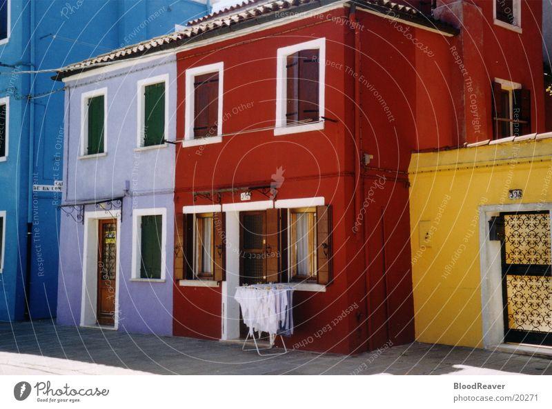 Bunte Front Haus Architektur Italien Dorf mehrfarbig Venedig Häuserzeile