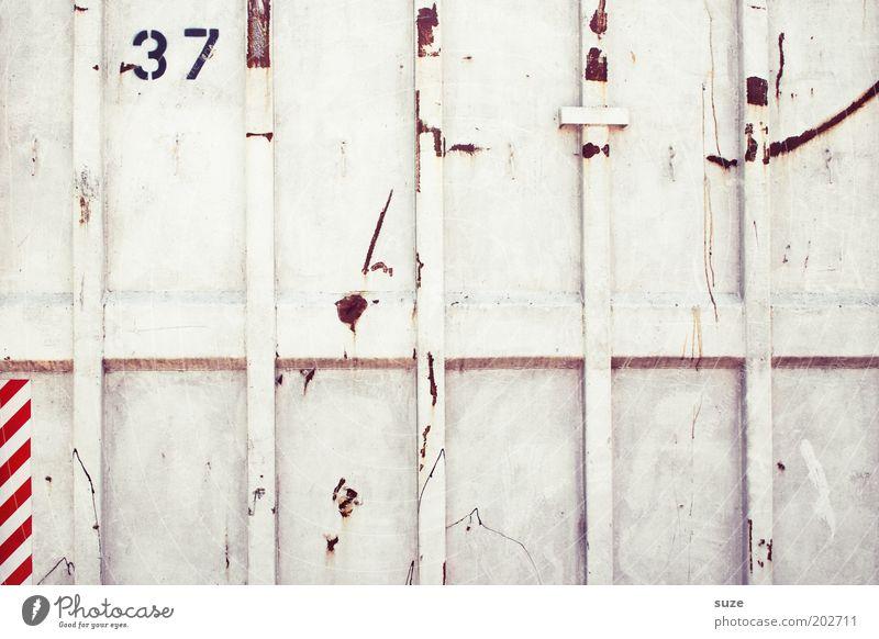 Siebenunddreißig Container Metall Ziffern & Zahlen Linie Streifen alt eckig einfach trashig trist weiß Ordnung zählen Industriefotografie 37 Rost Abtrennung