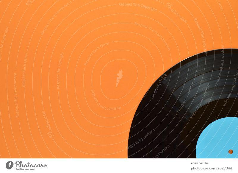 meine alten Platten Entertainment Party Musik Diskjockey Feste & Feiern Tanzen Musik hören Schallplatte Fröhlichkeit glänzend historisch positiv rund orange