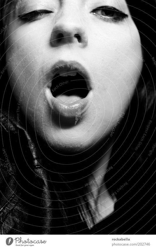 sex, drugs, minimalism, helvetica, bold. Jugendliche Gesicht Auge feminin Leben dunkel Mund offen Nase wild ästhetisch verrückt Lifestyle Coolness chaotisch