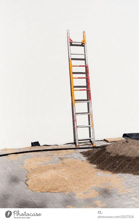 leiter Hausbau Arbeit & Erwerbstätigkeit Beruf Handwerker Anstreicher Baustelle Karriere Erfolg Feierabend Kabel Leiter Gebäude Mauer Wand Sand bauen Pause