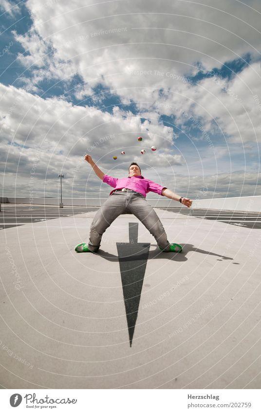 Juggle Mensch Jugendliche Leben Bewegung Kraft rosa maskulin Geschwindigkeit Coolness Ball Kreativität violett Spielzeug Fitness Konzentration Pfeil