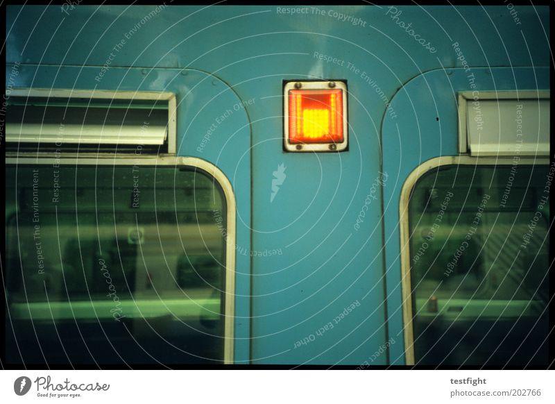 am zug Ferien & Urlaub & Reisen Fenster Beleuchtung warten Verkehr Eisenbahn retro stoppen Personenverkehr S-Bahn Signal Verkehrsmittel Personenzug Warnleuchte