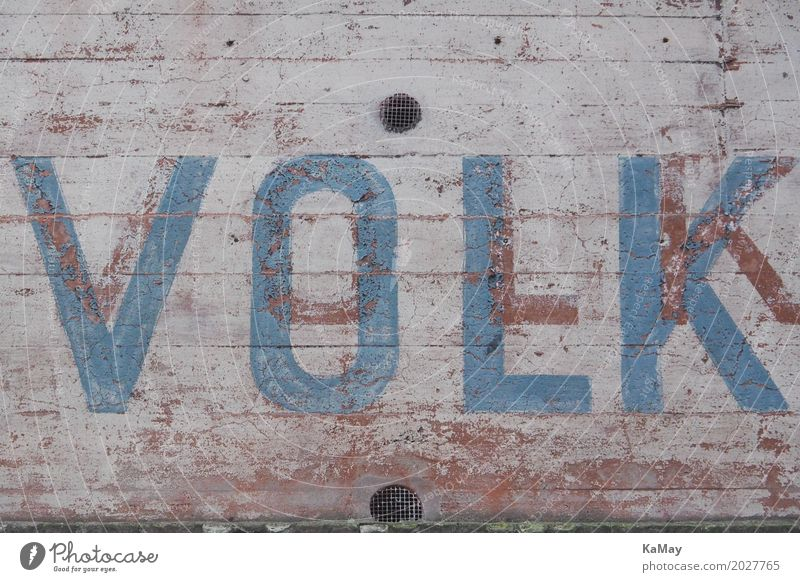 Volk blau Graffiti grau Fassade Zusammensein Schriftzeichen Kraft Buchstaben Team Zusammenhalt Vertrauen Wort Gesellschaft (Soziologie) selbstbewußt