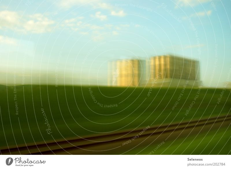Landflucht Natur Himmel Sommer Ferien & Urlaub & Reisen Wiese Gras Bewegung Freiheit Landschaft Feld Umwelt Horizont Eisenbahn Erde Geschwindigkeit