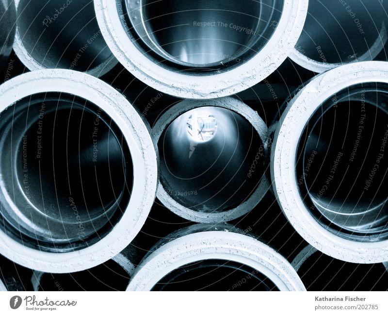 Rohr-Ansichten weiß blau grau Beton Kreis Baustelle liegen Röhren rund Rohrleitung kreisrund Öffnung Produktion Industrie Städtebau