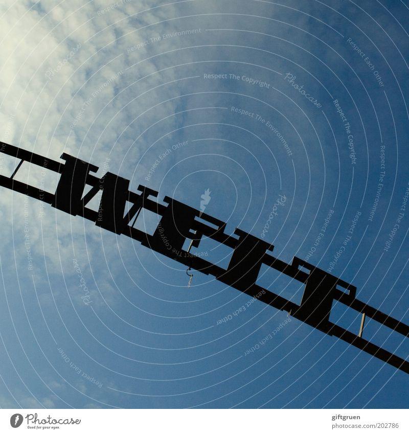 """""""ach, die welt ist so geräumig."""" ... Himmel blau Wolken Erde Metall Schilder & Markierungen Schriftzeichen Buchstaben Zeichen Wort Licht Bogen"""