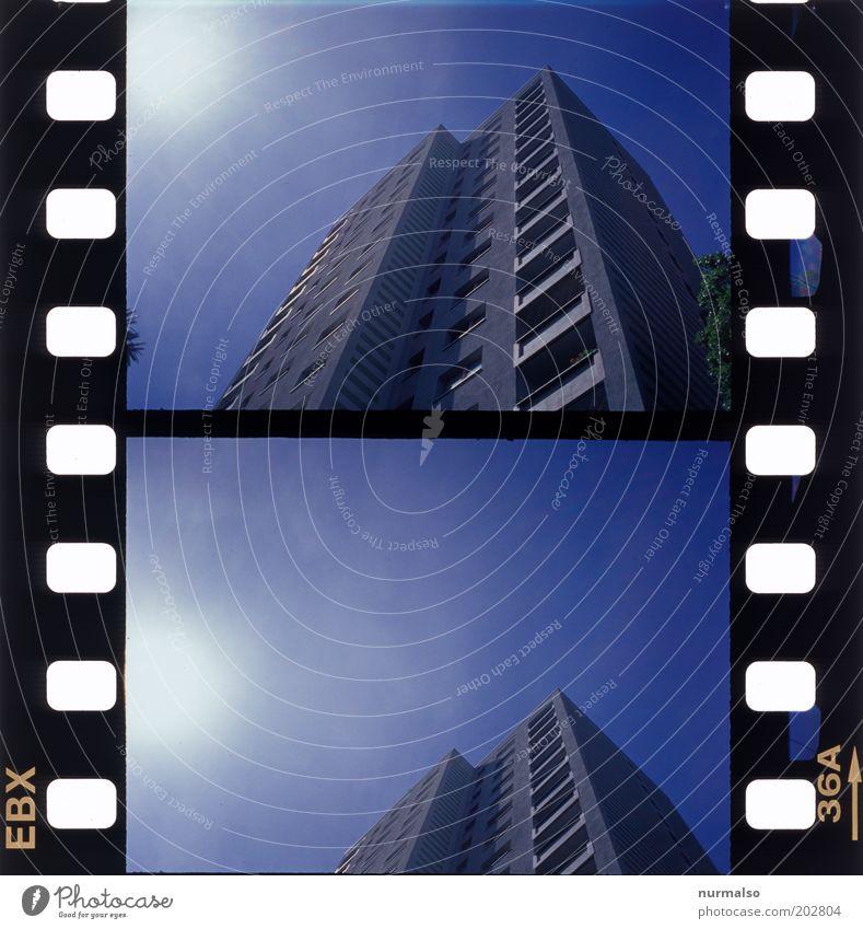 2mal1 hoch hi naus Himmel Stadt Sommer Einsamkeit Leben Fenster Kunst Hochhaus Horizont Fassade Filmmaterial retro trist einfach einzigartig Balkon