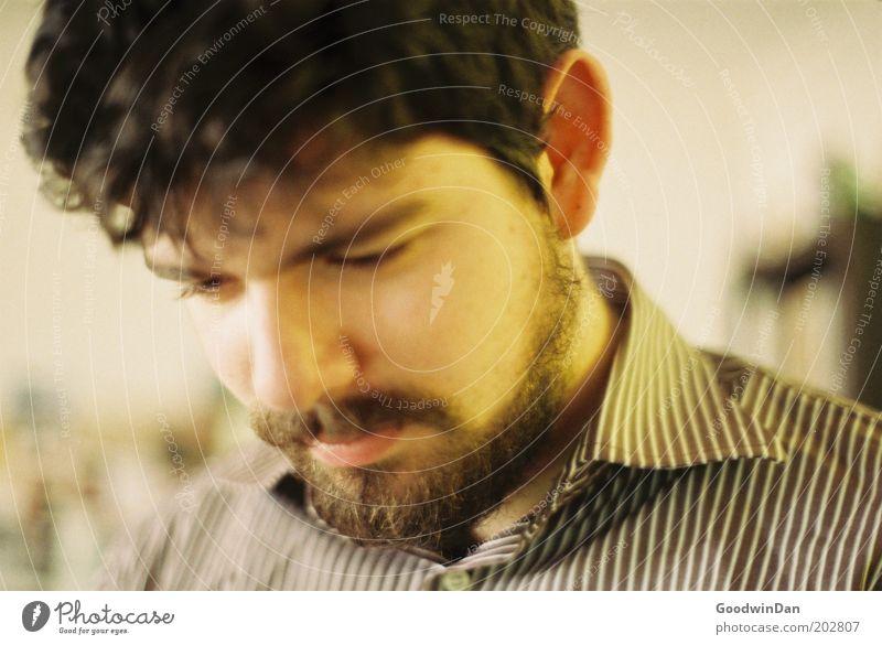 Analoges Ich II Mensch maskulin Junger Mann Jugendliche Gesicht 1 Hemd brünett Bart Denken Lächeln frei Freundlichkeit Fröhlichkeit hell nah braun Gefühle
