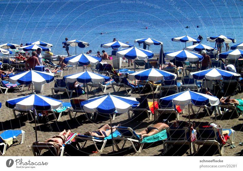 Dolce far niente Sonne Meer blau Ferien & Urlaub & Reisen Erholung Sand Tourismus Sonnenschirm