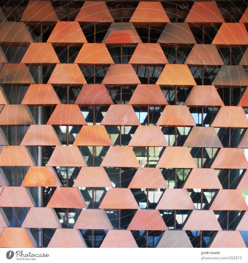 Twilight Zone Stil Kunsthandwerk Architektur Mauer Wand Fassade Fenster Sehenswürdigkeit Mikroskop Stein Glas Ornament eckig retro trashig viele orange Stimmung