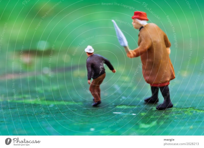 200 Miniwelten - Emanzipation der Frau Mensch Mann grün Erwachsene feminin klein braun maskulin Angst groß Weiblicher Senior Platzangst Regenschirm