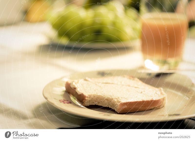 keep it simple #4 Zufriedenheit Ernährung ästhetisch Tisch Lifestyle Wellness Frühstück Wohlgefühl Teller harmonisch Geschirr Optimismus Saft Käse Brunch Weintrauben